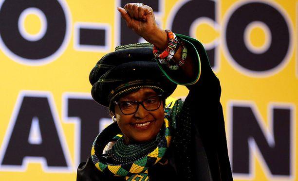 Winnie Mandela vastusti näkyvästi rotusortoa.