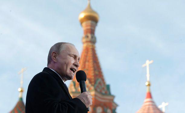 Kremlin virkamiehen viestit antavat hämärän kuvan Putinin hallinnon väitetyistä suhmuroinneista.