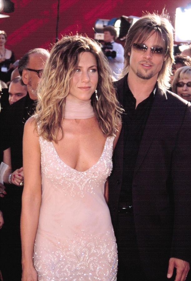 Jennifer Anistonin kanssa Pittillä oli rennompi tyyli.