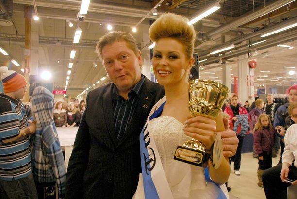 Linnea Aaltonen valittiin Tuurin ihannetytöksi.