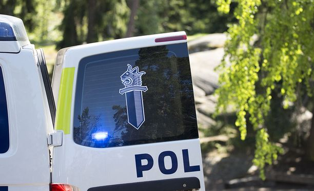 Hämeenlinnan Hauholta surmattuna löytyneen miehen taposta epäillään poliisille entuudestaan tuttua pariskuntaa, joka vangittiin perjantaina.