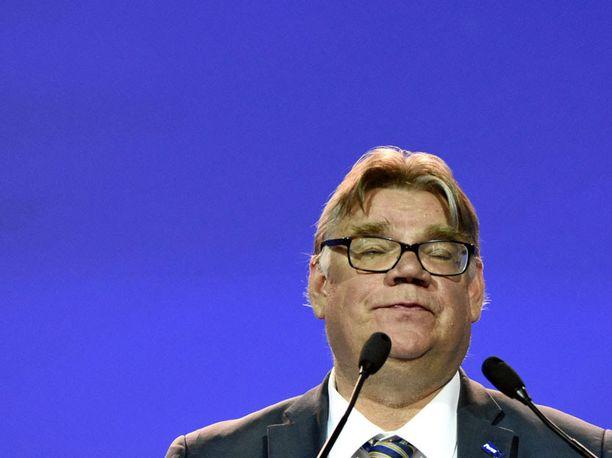 Perussuomalaisten perustaja ja pitkäaikainen puheenjohtaja Timo Soini piti tunteikkaan jäähyväispuheen Jyväskylän puoluekokouksessa 10. kesäkuuta 2017. Seuraavalla viikolla puolue hajosi kahtia.