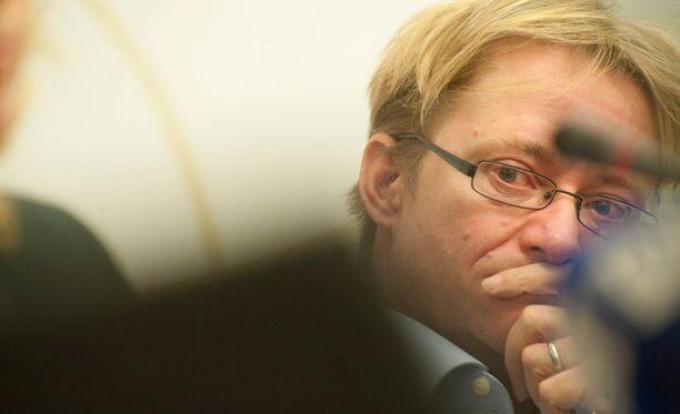 Kovana aloitteen kannattajana tunnettu Mikael Jungner ei Ylen tietojen mukaan saapunut paikalle äänestämään.