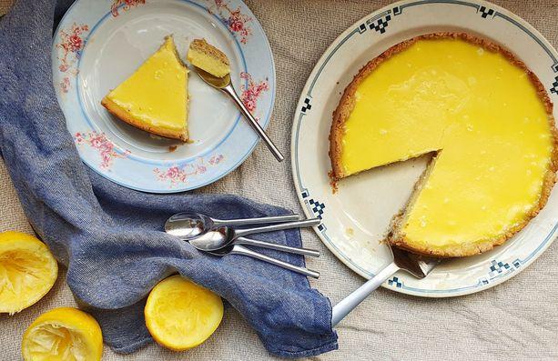 Sitruunapiirakka on helppo valmistaa.