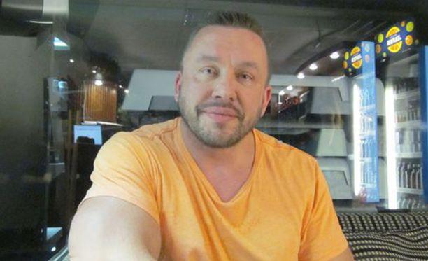 Aki Mähönen on toiminut kehonrakennus- ja fitness-valmentajana 1990-luvulta lähtien.