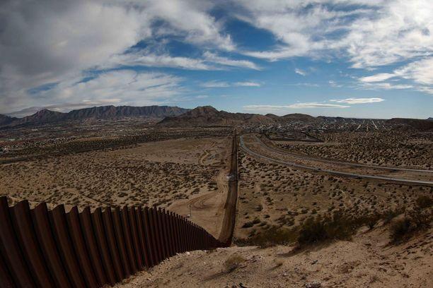 Meksikon ja Yhdysvaltain nykyinen raja-aita New Mexicon ja Ciudad Juarezin välillä.