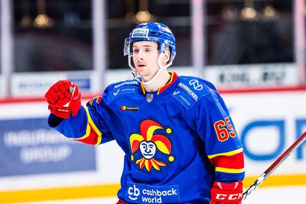 Sakari Manninen tykitti hattutempun.