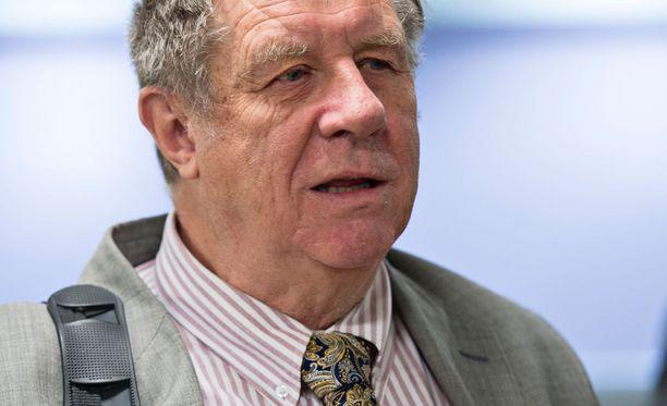 Kansanedustaja Eero Lehti kritisoi kokoomusvaikuttajien poikkeuksellista julkista junttakirjettä.