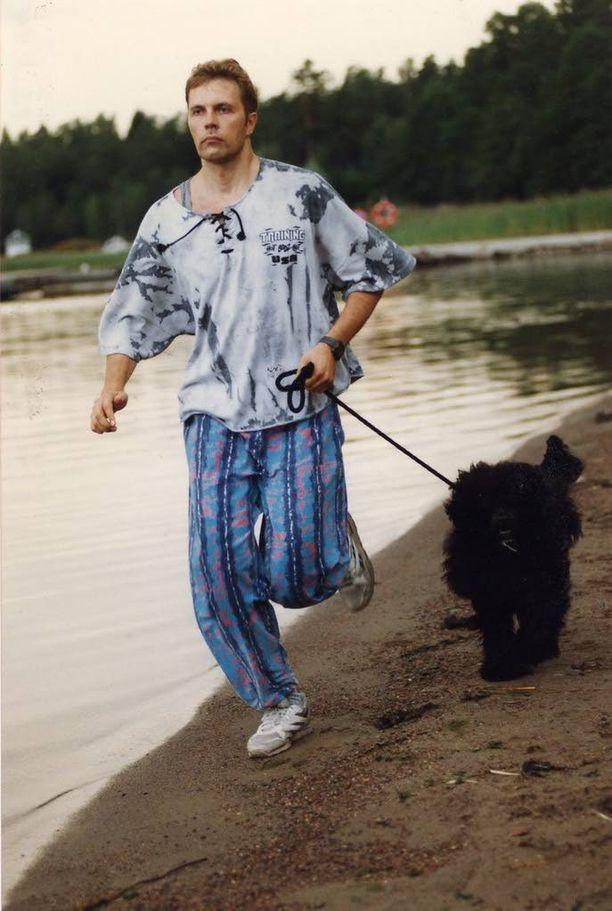 Jari Sarasvuo kertoo kirjassaan myös nuoruuden kokemuksistaan. Kuva vuodelta 1994.