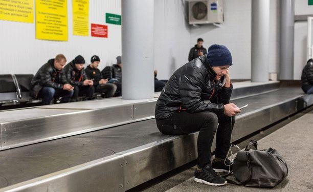 Jokerit joutui odottelemaan Ufan lentoasemalla.