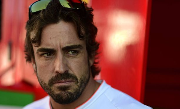 Fernando Alonson mukaan Hamilton on saanut Nico Rosbergin niskalenkkiin.