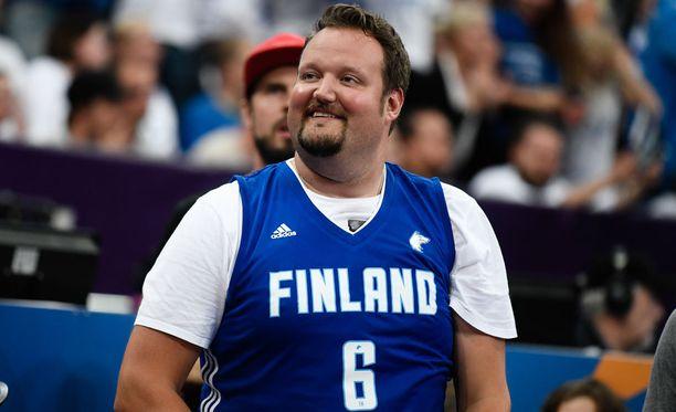 Sami Hedberg on tunnettu innokkaana koripalloihmisenä. Kuva Suomen ja Ranskan välisestä EM-kisaottelusta.
