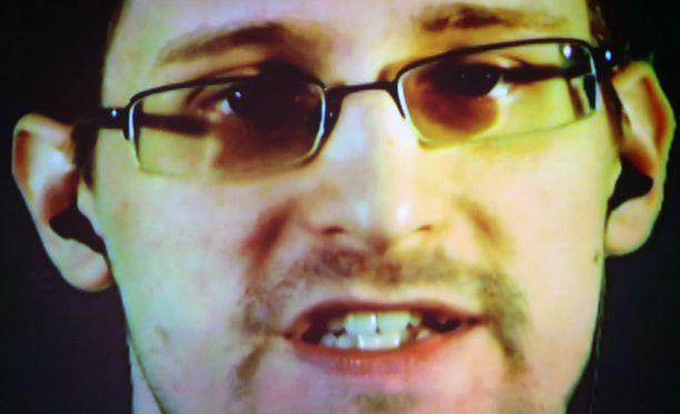 Moskovassa maanpaossa elävä Snowden esiintymässä videoitse Saksassa maaliskuussa.