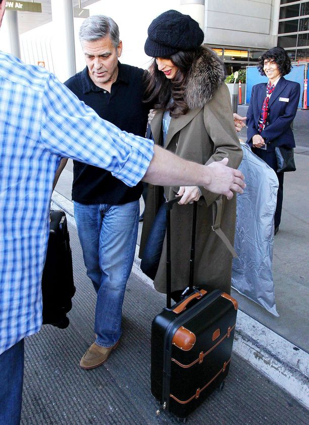 George ja Amal Clooney Los Angelesin lentokentällä tammikuun lopussa.