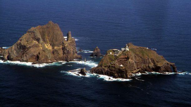 Tästä saariryhmästä kiistellään. Japani, Etelä-Korea ja Pohjois-Korea pitävät kaikki Liancourtsaaria omana alueenaan.