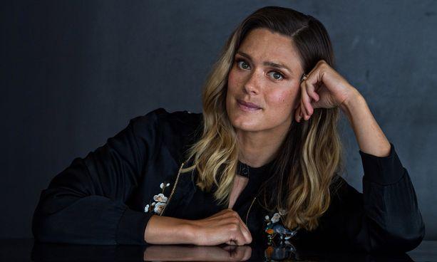 Krista Kosonen tunnetaan esimerkiksi elokuvista Puhdistus ja Kätilö.