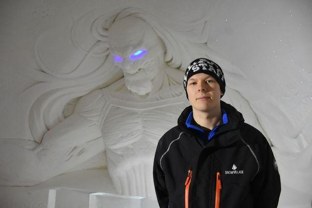 Janne Pasma valkoisen kulkijan sviitissä.