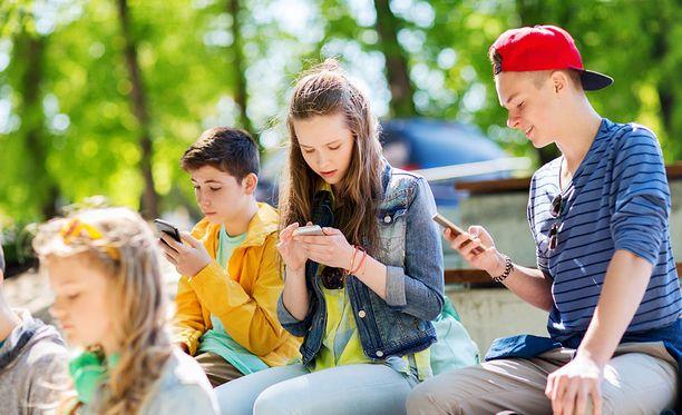 Nuoret käyttävät yhä vähemmän Facebookia. Kuvituskuva.