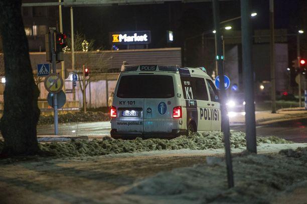 Kotkan Karhulassa on ollut poliisioperaatio käynnissä lauantaista lähtien.
