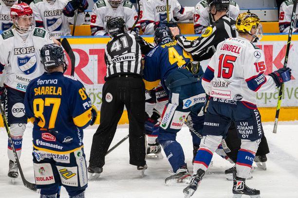 SM-liigan kärkijoukkueet Lukko ja HIFK joutuvat olemaan erityisen varovaisia, sillä kummankin joukkueen kotikaupungin koronavirustilanne on nyt varsin huono.