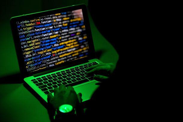 Nuori saksalaismies on tunnustanut hakkeroineensa satojen poliitikkojen tietoja.