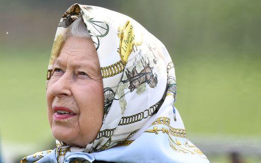Kuningatar Elisabet vertasi suurlähettilästä gorillaan – Kiusallinen dokumentti takavuosilta vuosi verkkoon
