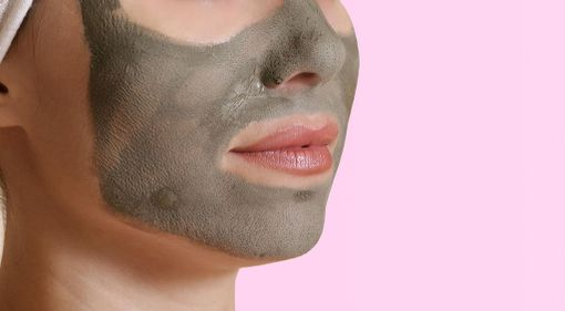 Savinaamioilla voi saada poistettua iholta liiallisen talin.
