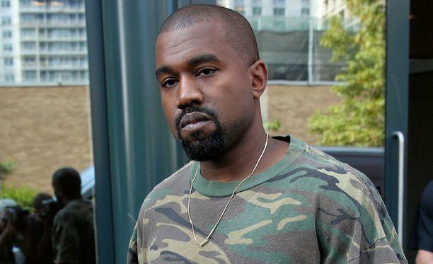 Kanye West sai hyvät arvostelut panoksestaan yhdyskuntapalvelussa.