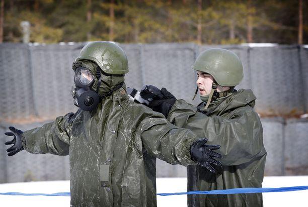 Harjoituksissa käytettävät käytettävät taisteluainemäärät ja niiden pitoisuudet on puolustusvoimien mukaan testattu ja tutkittu Suomessa. Arkistokuva Porin Prikaatista Säkylästä.