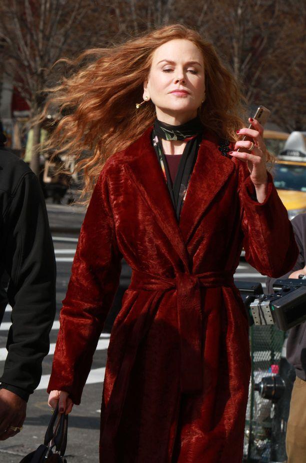 Minisarjoissa esiintyminen on Kidmanille tuttua. Kidmanin tähdittämä Big Little Lies on myös HBO:n  tuottama.