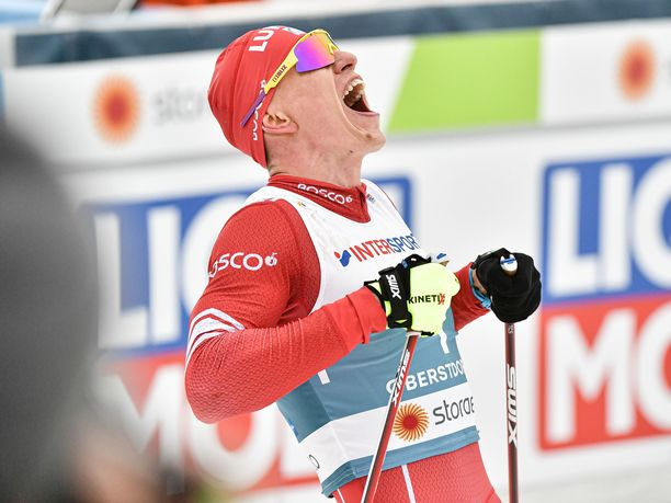 Aleksandr Bolshunov nappasi uransa ensimmäisen MM-kullan. Tuuletus oli sen mukainen.