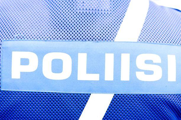 Poliisi ei kommentoi epäillyn sukupuolta tai ikää.