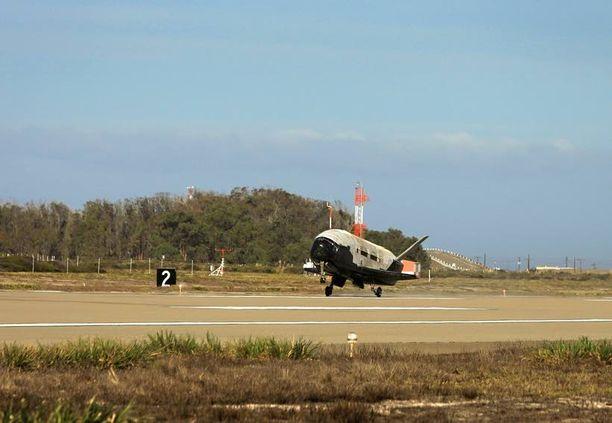 X-37B laskeutui perjantaina Vandenbergin ilmavoimien tukikohtaan Kaliforniassa.