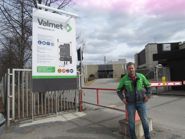 Valmet Technologies -yrityksen pääluottamusmies Juha Pöllänen uskoo, että näistä porteista ei tule yksikään työntekijä kello 22 yövuoroon. Valmetilla on Kaukajärven tehtaalla 350-400 työntekijää.