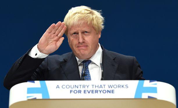 """""""Parahin Theresa, siitä on yli kaksi vuotta, kun Britannian kansa äänesti Euroopan unionin jättämisen puolesta. Kyseessä oli yksiselitteinen ja kategorinen lupaus, jonka mukaan he saavat takaisin demokratiansa hallinnan, jos niin tapahtuu"""", Boris Johnson muun muassa kirjoitti erokirjeessään."""