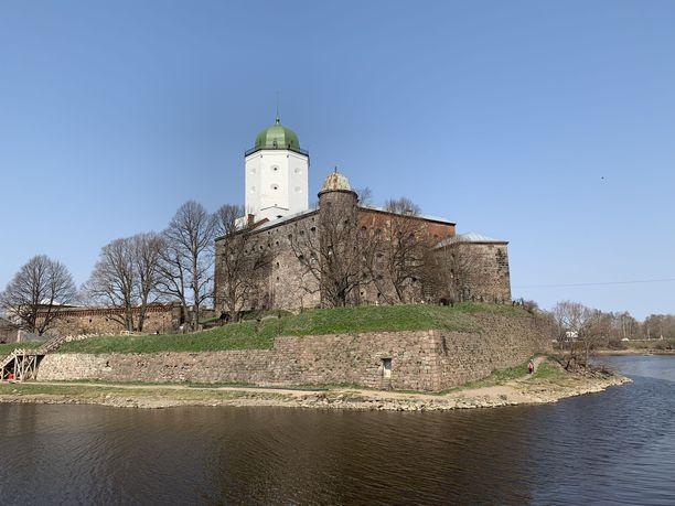 Viipurin linna on kaupungin tunnetuin nähtävyys. Linnaa remontoidaan, mutta yleisö pääsee sen museoon ja torniin.