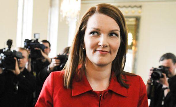 LÄPI MENEE Pääministeri Mari Kiviniemi luottaa hallituksen ydinvoimaesitykseen.