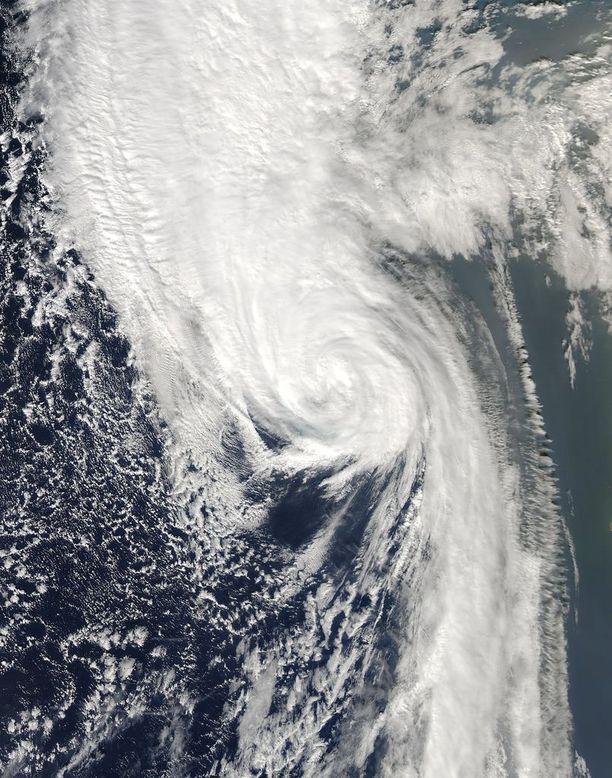 Hurrikaani Ophelia näkyi Nasan satelliittikuvassa lauantaina itäisellä Atlantilla.