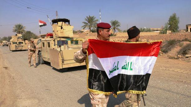 Irakin sotilaita lähellä Rawaa viime viikonloppuna.
