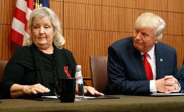 Trump ja Juanita Broaddrick.
