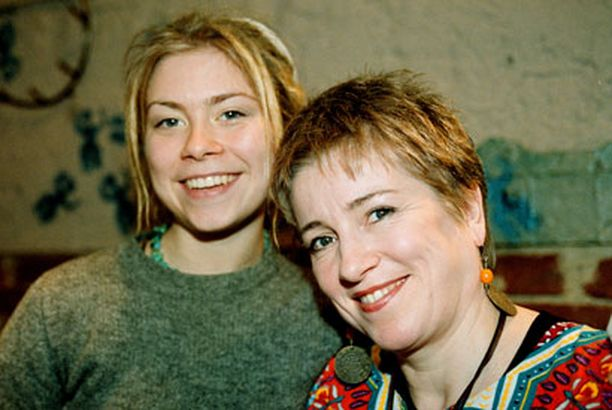 Venla on kasvanut näyttelijäperheessä. Äiti Eija Ahvo ja veli Joonas Saartamo ovat kollegoita.