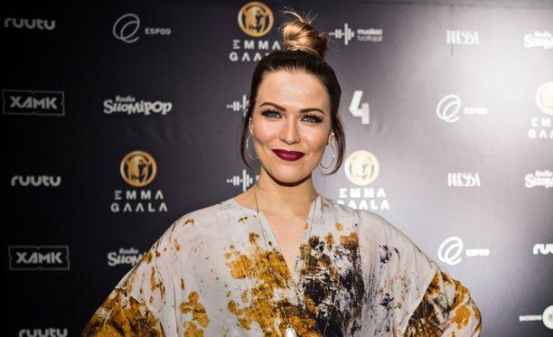 Kolme menestysalbumia urallaan julkaissut Jenni Vartiainen esittää kattauksen superhiteistään jättikonsertissa marraskuussa.