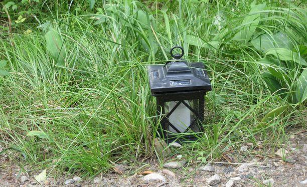 Etsintöjen aikana Hepomäentien varresta löytyi kynttilälyhty.