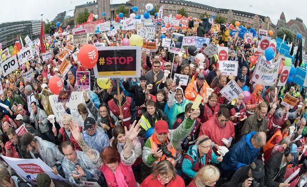 Esimerkiksi PAMiin liittyi kahden viikon aikana noin 2 000 työssäkäyvää jäsentä. Kuva viime viikon mielenilmaisusta Helsingistä.