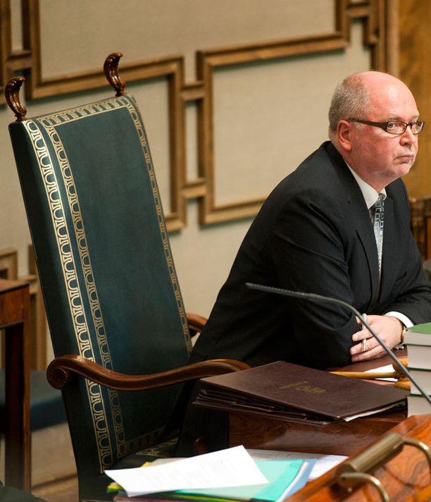 Eero Heinäluoman mielestä hallituksen olisi syytä hoitaa uusi vanhuspalvelulaki kuntoon mahdollisimman nopeasti.