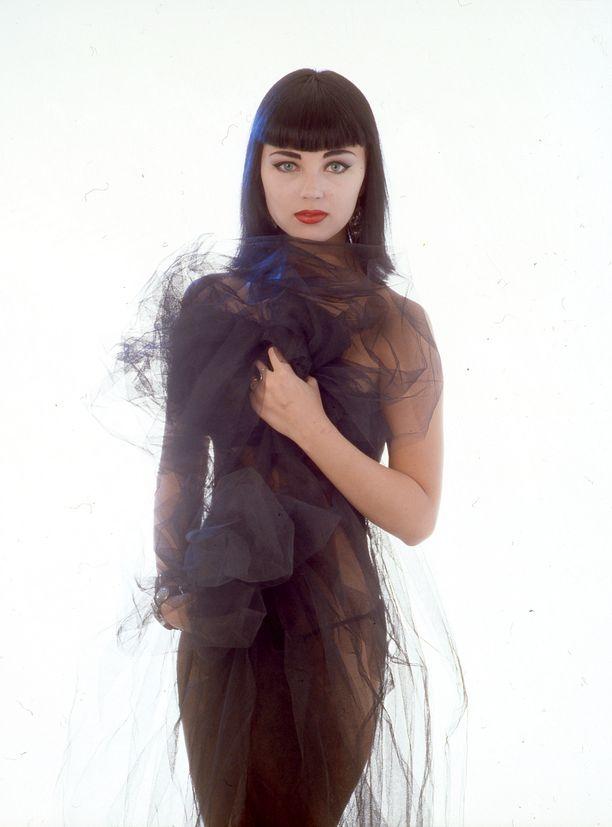 Vuonna 1998 Souri viihtyi Kleopatrasta muistuttavassa hiustyylissä.
