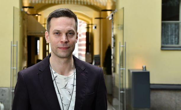 42-vuotias Mikko Nousiainen tunnetaan esimerkiksi elokuvista Saattokeikka ja Rakkauden rasvaprosentti.
