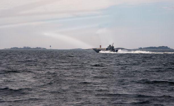 Kuvassa sukellusveneen etsintää Suomenlahdella 28.huhtikuuta.