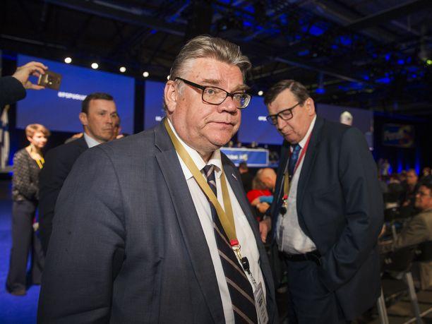 Puheenjohtajan paikalta väistynyt Timo Soini ja puolueen pitkäaikainen taustavaikuttaja Raimo Vistbacka perussuomalaisten puoluekokouksessa Jyväskylässä kesäkuussa 2017.
