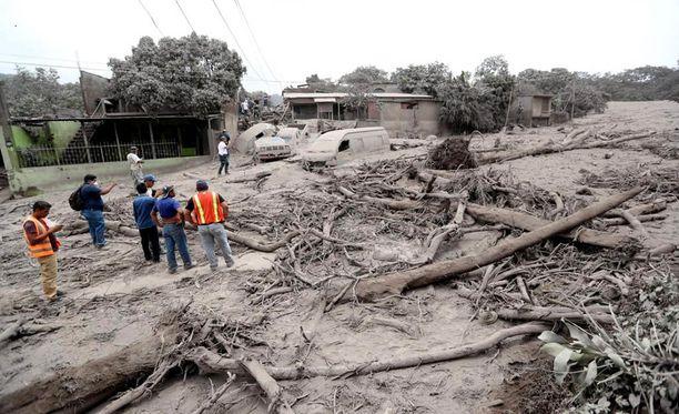 Liki 200 ihmistä on edelleen kateissa Guatemalassa Fuego-tulivuoren purkauksen jäljiltä.